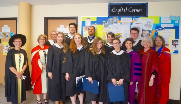 English grads and faculty 2017